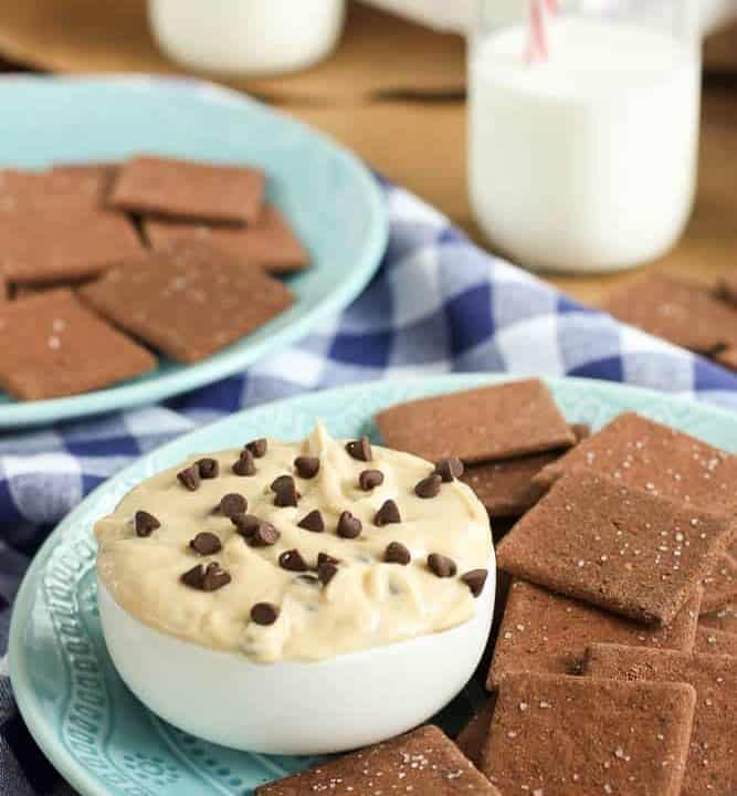 Gluten free cookie dough dip that's a little bit healthier too, thanks to Greek yogurt. Now even your gluten-free friends can dig into this well-known sweet treat!