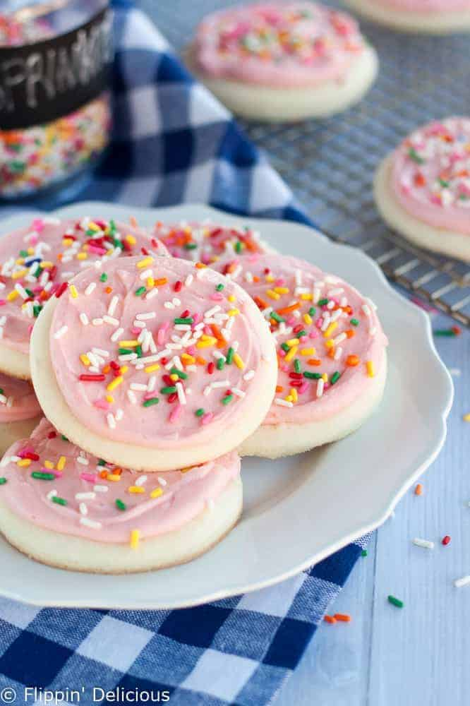 Gluten Free Frosted Sugar Cookies | These Lofthouse copy cat gluten free soft frosted sugar cookies are tender, soft and cakey. Recipe includes a vegan sugar cookies and dairy free sugar cookie option. Great for gluten free sugar cookie cutouts! #glutenfreecookie #glutenfreerecipe #glutenfreesugarcookie #copycatrecipe #sugarcookie