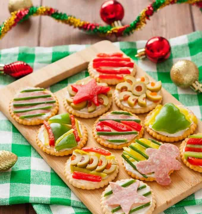 These Ugly Sweater Party Crackers are the perfect addition to your holiday party! Made gluten-free with Glutino Crackers.