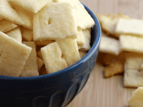 White Cheddar Crackers (Cheez-it Copycat Recipe)